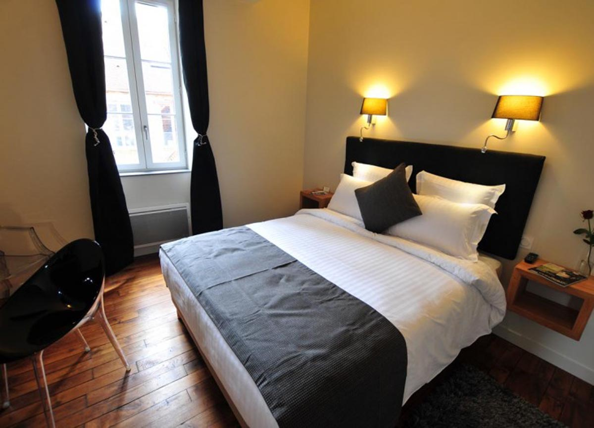 Sy hotels chambre basilique h tel sy la terrasse v zelay for Hotel chambre 13