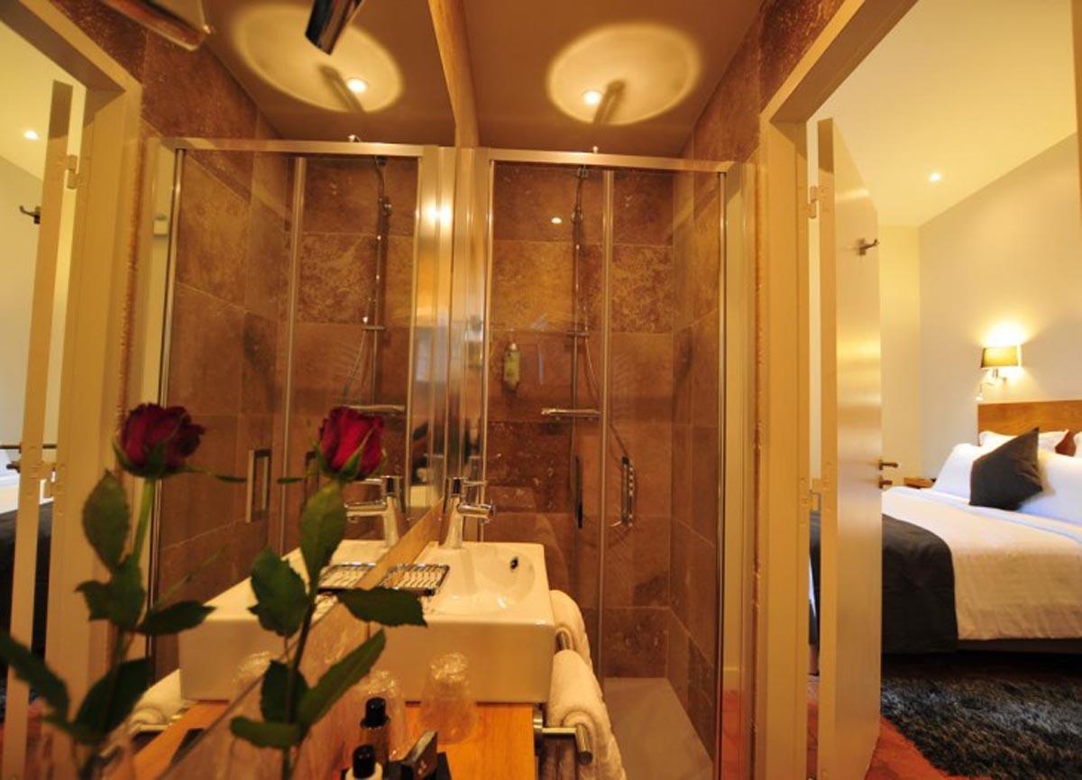 Sy hotels chambre du clocher h tel sy la terrasse v zelay for Hotel du collectionneur nombre de chambres